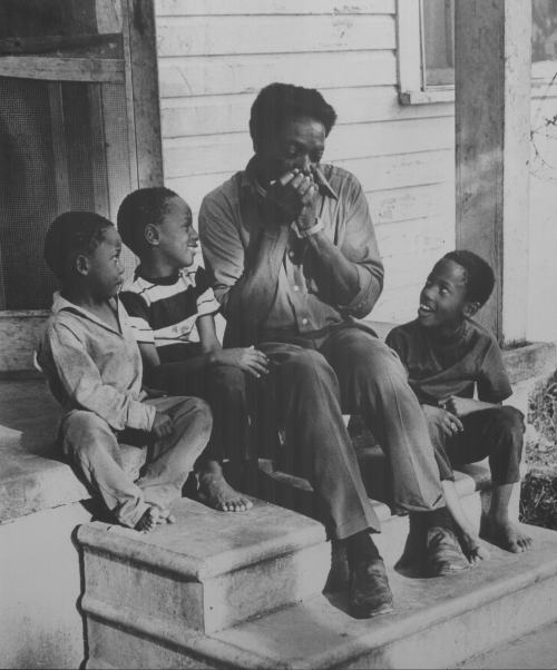 Whispering Smith and family 1972 (c) Val Wilmer
